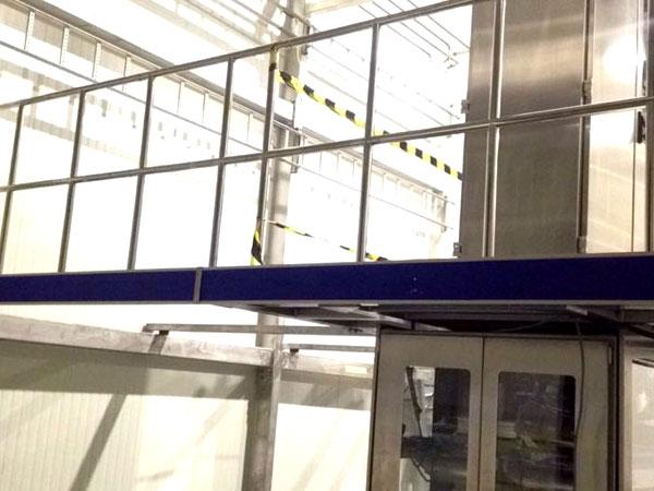 Bordessen West Vlaanderen - Inox Uitbouw Bordes aan Afvulmachine
