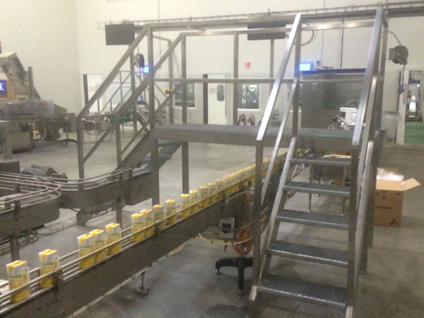 Constructie trappen leuningen loopbruggen. RVS, Staal & Aluminium Metaalwerken en staalconstructies West Vlaanderen
