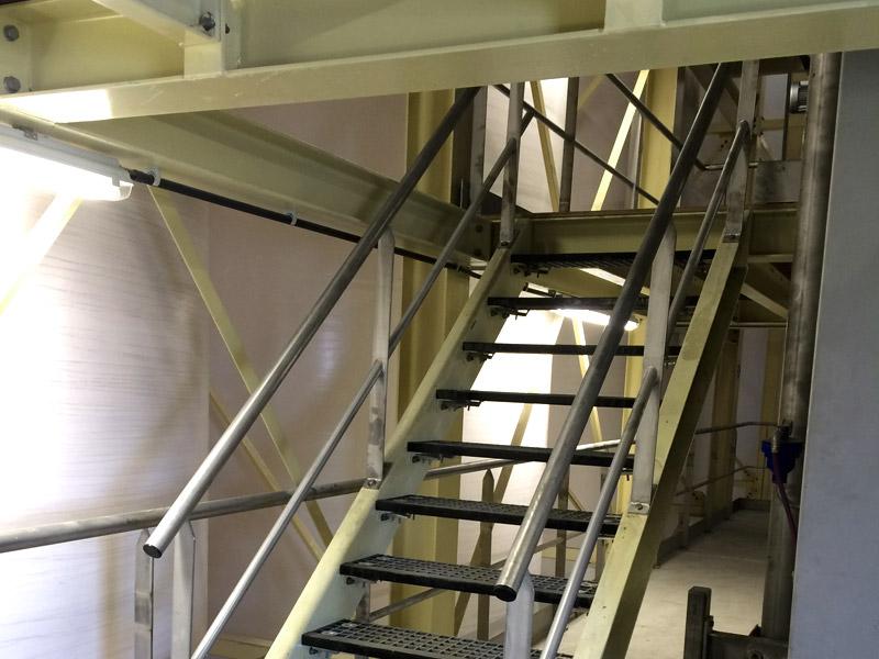 Dit twee verdiepingsbordes hebben we geproduceerd en gemonteerd in een productietoren te Roeselare