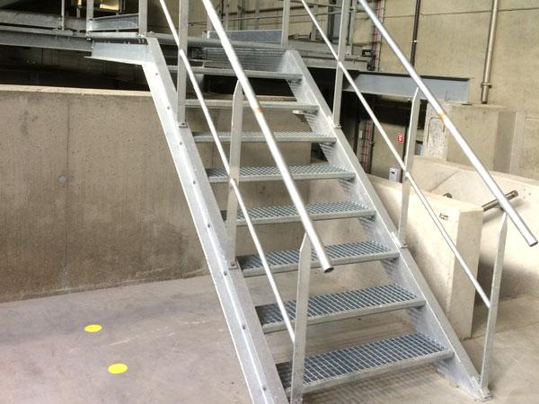 Trappen, leuningen & loopbruggen. Metaalwerken en staalconstructies. RVS, Staal & Aluminium West Vlaanderen